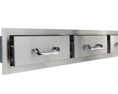 00 triple horizontal drawers